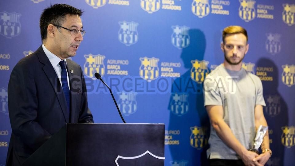 ايفان راكيتيتش يستلم جائزة اللعب النظيف  100738986
