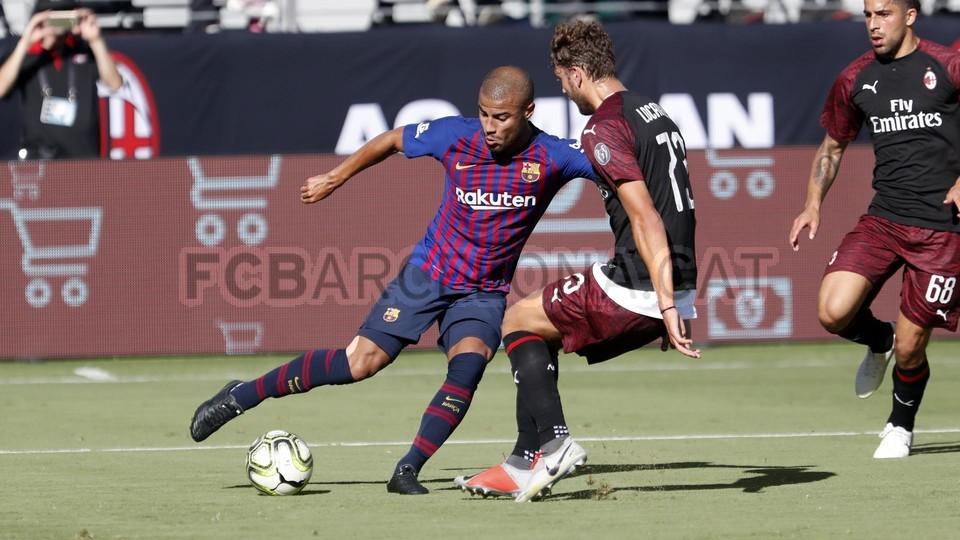 صور مباراة : برشلونة - ميلان 0-1 ( 05-08-2018 )  95385772