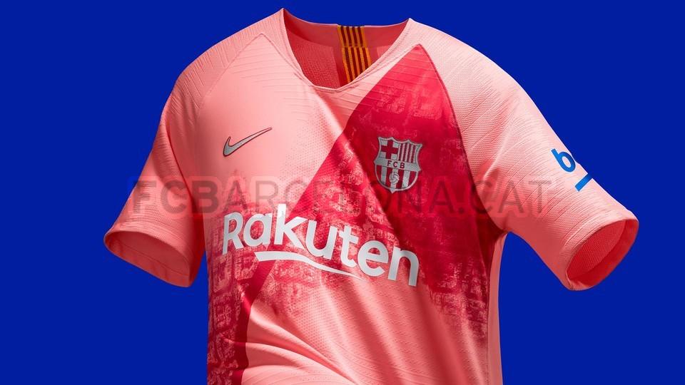 القميص الثالث يحتفي بمدينة برشلونة 98183596