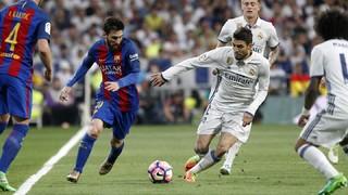 La exhibición de Messi en el Bernabéu y el triunfo ante Osasuna hacen que el Barça afronte los últimos cuatro partidos del campeonato con todas las opciones