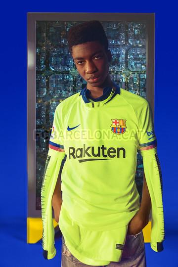 الأصفر لون قميص برشلونة الثاني لموسم 2018-2019 91891121