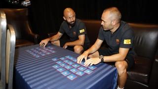 Le défenseur argentin et le capitaine du FC Barcelone s'affronte dans ce jeu où ils doivent former les paires de cartes identiques le plus rapidement possible