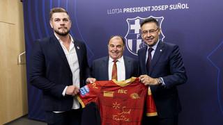 El equipo de rugby de Perpiñán ha pisado el césped del Camp Nou en el descanso del Barça-Girona gracias a su hazaña: es el primer equipo no inglés en conseguir levantar este trofeo