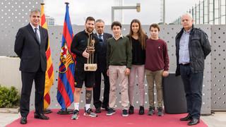Leo Messi recibe el premio Memorial Aldo Rovira 2016/17