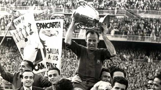 Photo of César Rodríguez challenging for a header