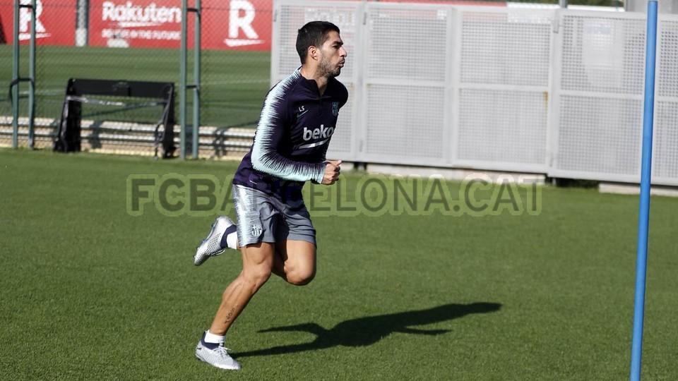 التدريبات متواصلة في برشلونة بانتظار التحاق آخر اللاعبين العائدين من المشاركة في المباريات الدولية مع منتخباتهم الوطنية 101157051