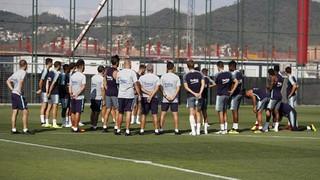 Els disponibles del primer equip, juntament amb vuit futbolistes del Barça B, s'han exercitat sota les ordres d'Ernesto Valverde al camp número 7
