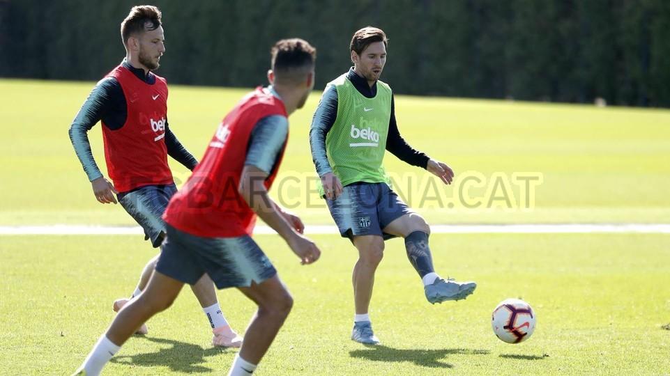 التدريبات متواصلة في برشلونة بانتظار التحاق آخر اللاعبين العائدين من المشاركة في المباريات الدولية مع منتخباتهم الوطنية 101157057