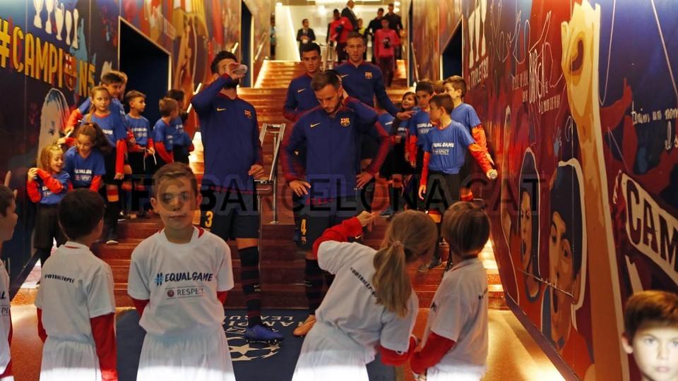 صور مباراة : برشلونة - إنتر ميلان 2-0 ( 24-10-2018 )  101552577