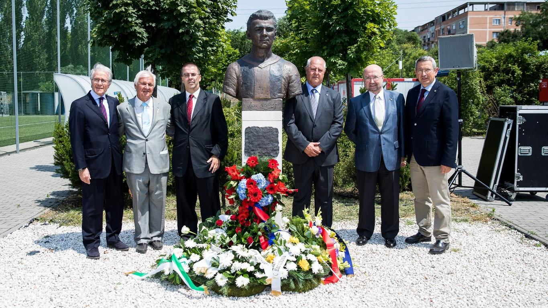 El presidente de la Agrupación, Ramon Alfonseda, ha participado en el acto conmemorativo en Budapest, la ciudad natal del exjugador azulgrana que tuvo que abandonar por motivos políticos