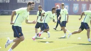 Els jugadors disponibles del primer equip s'han entrenat a la Ciutat Esportiva Joan Gamper per acabar de preparar la final de dissabte davant l'Alabès