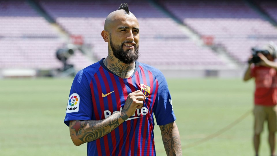 Arturo Vidal Out On The Field At Camp Nou During His Presentation