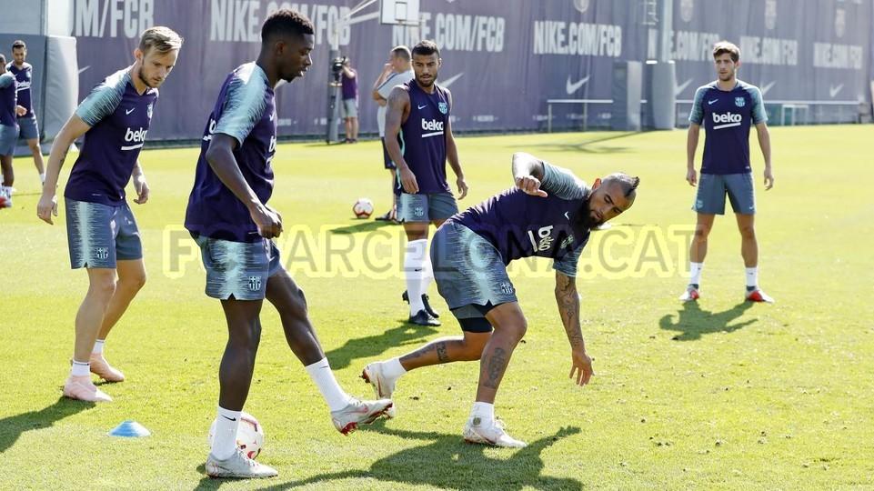 تدريبات مكثفة في برشلونة استعداداً لمباراة الأحد ضد جيرونا 21-09-2018 99236559
