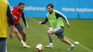 Ernesto Valverde names 19-year-old centre back Chumi in his squad that faces the league leaders on Saturday (8.45pm CET)