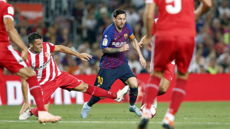 Lenglet'in atılmasıyla 55 dakika 10 kişi oynayan Valverde'nin öğrencileri, Lionel Messi ve Gerard Pique'nin golleriyle Girona ile berabere kaldı ancak liderliği kaybetmedi