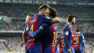 El doblete de Leo Messi, que llega a la cifra de los 500 goles oficiales con el FC Barcelona, y la diana de Ivan Rakitic hacen volar los tres puntos del Real Madrid - Barça hacia Barcelona