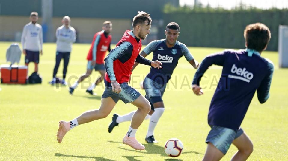 التدريبات متواصلة في برشلونة بانتظار التحاق آخر اللاعبين العائدين من المشاركة في المباريات الدولية مع منتخباتهم الوطنية 101157075