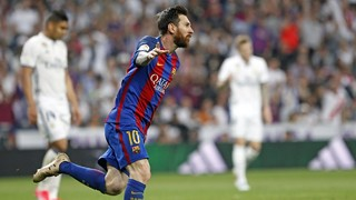 The Argentine star scores his 500th official goal in blaugrana colours at the Santiago Bernabéu