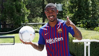 Malcom in a Barça shirt