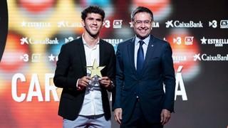 El centrocampista culé ha sido elegido en la categoría de jugador con más proyección, mientras que la jugadora del Femenino ha recibido el premio a la máxima goleadora catalana, con 11 goles