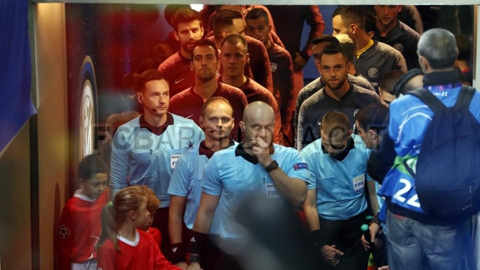 صور مباراة : إنتر ميلان - برشلونة 1-1 ( 06-11-2018 )  102198488