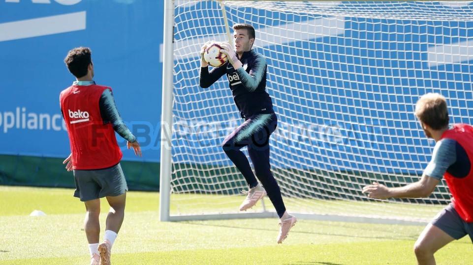 التدريبات متواصلة في برشلونة بانتظار التحاق آخر اللاعبين العائدين من المشاركة في المباريات الدولية مع منتخباتهم الوطنية 101157081