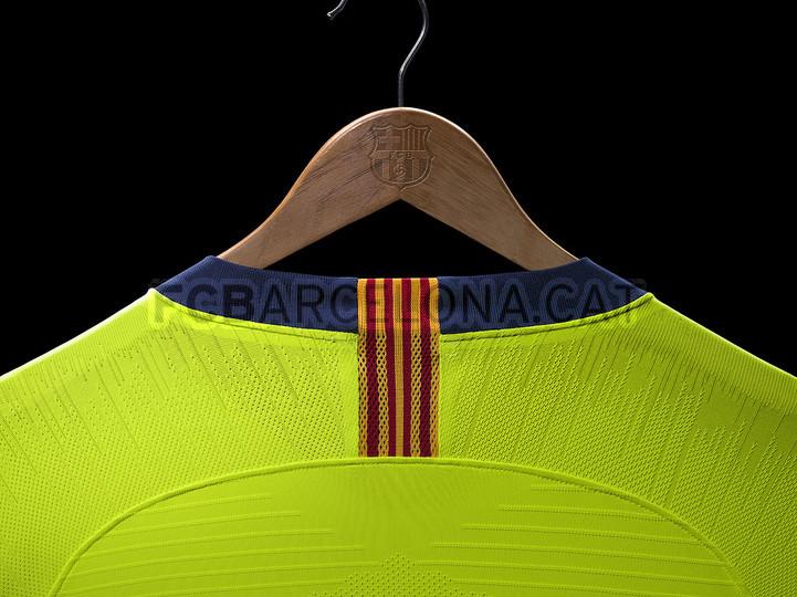 الأصفر لون قميص برشلونة الثاني لموسم 2018-2019 91891163