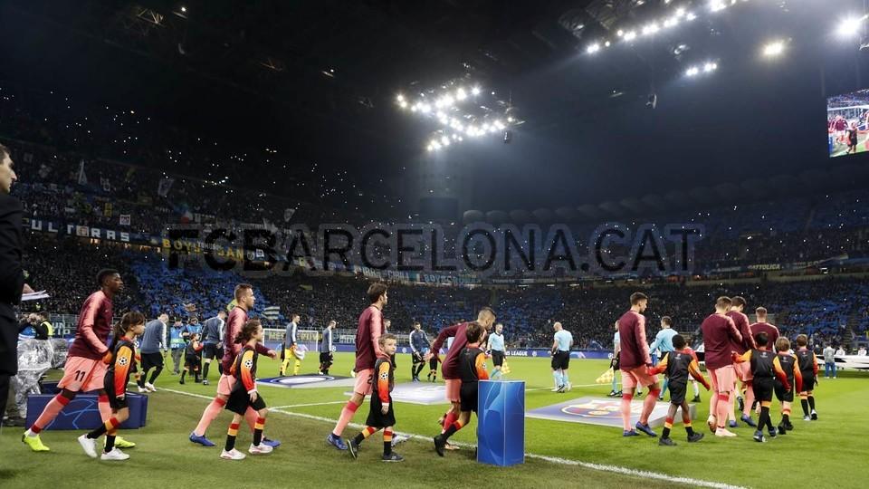 صور مباراة : إنتر ميلان - برشلونة 1-1 ( 06-11-2018 )  102198494