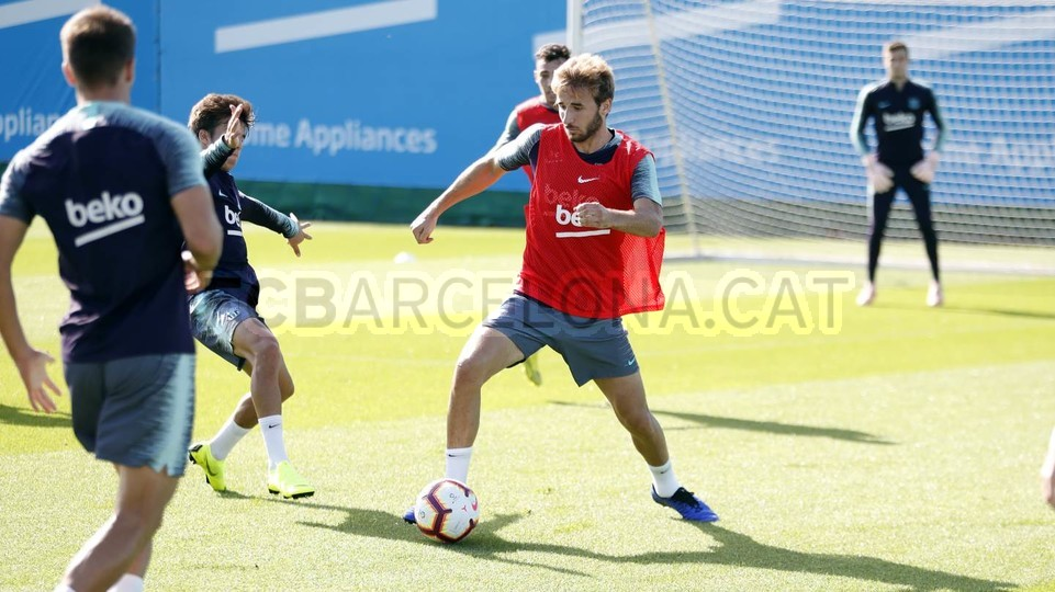 التدريبات متواصلة في برشلونة بانتظار التحاق آخر اللاعبين العائدين من المشاركة في المباريات الدولية مع منتخباتهم الوطنية 101157087