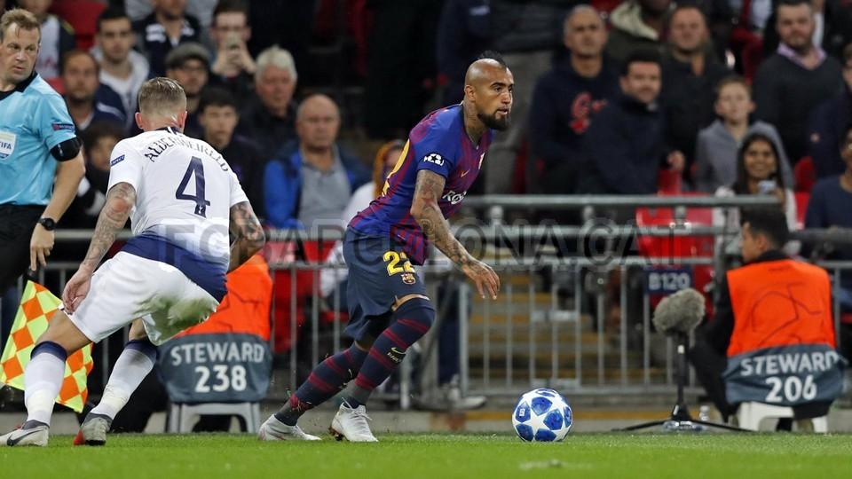 صور مباراة : توتنهام - برشلونة 2-4 ( 03-10-2018 )  100648164