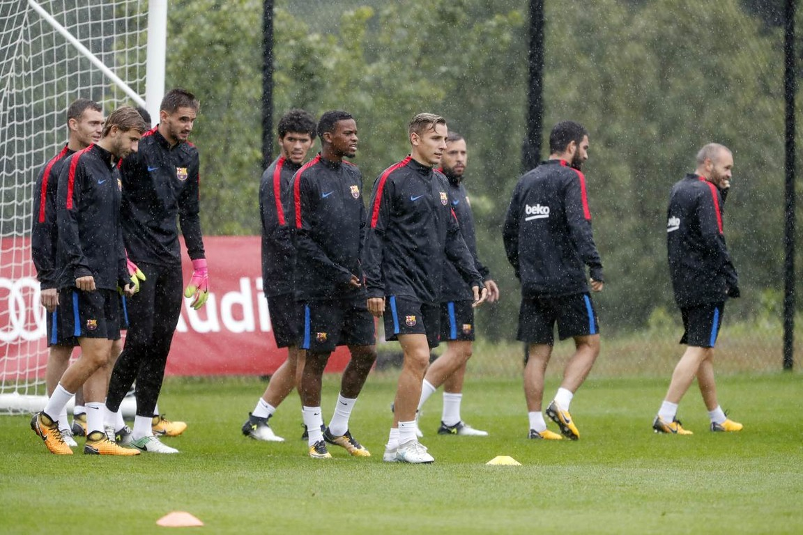 Heavy rain and scattered thunderstorms were accompanied by cooler temperatures for Monday morning's training session at the Red Bull Training Facility