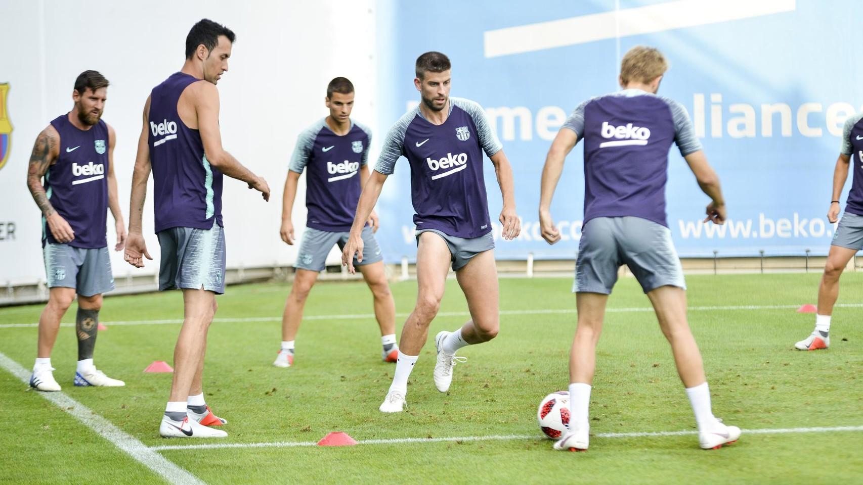 تدريب مشترك مع برشلونة ب ، ميسي ، بيكي ، جوردي ألبا ، سيرجيو ، سامبر  95313893