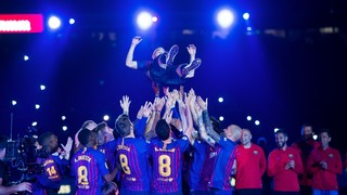The music, lights, inflatables and the words of the Barça captain were the high points of the post Barça v Real Sociedad party to say goodbye to the blaugrana legend