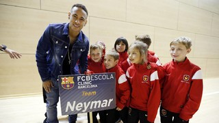 Neymar meets 250 pupils of FCBEscola Charlotte