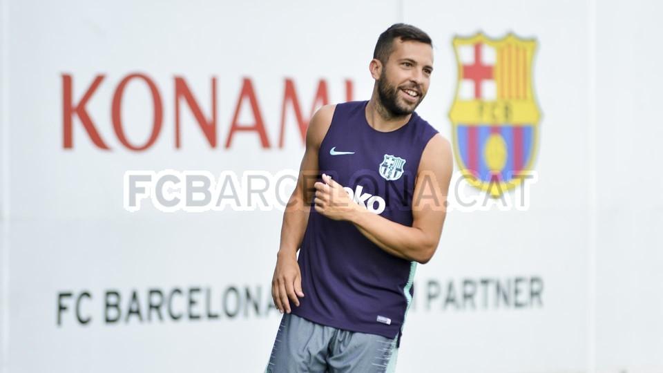 تدريب مشترك مع برشلونة ب ، ميسي ، بيكي ، جوردي ألبا ، سيرجيو ، سامبر  95313899
