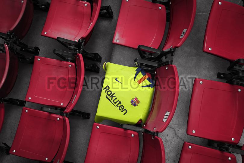 الأصفر لون قميص برشلونة الثاني لموسم 2018-2019 91891181