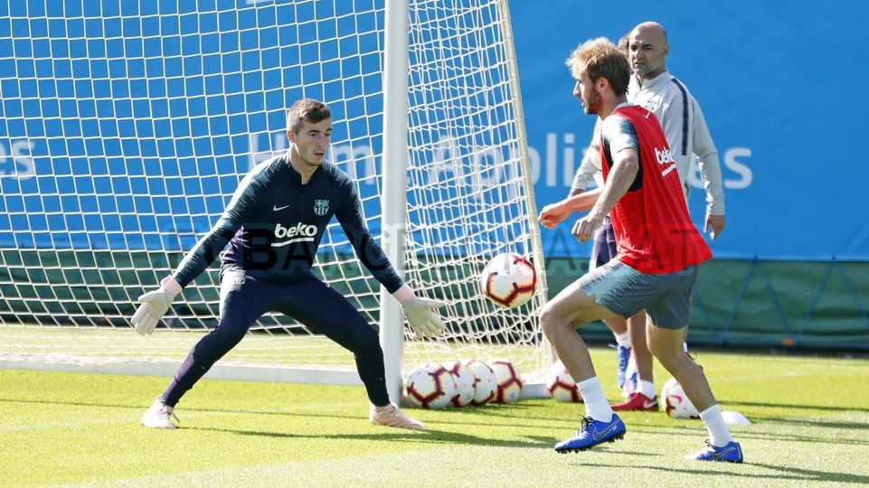التدريبات متواصلة في برشلونة بانتظار التحاق آخر اللاعبين العائدين من المشاركة في المباريات الدولية مع منتخباتهم الوطنية 101157105