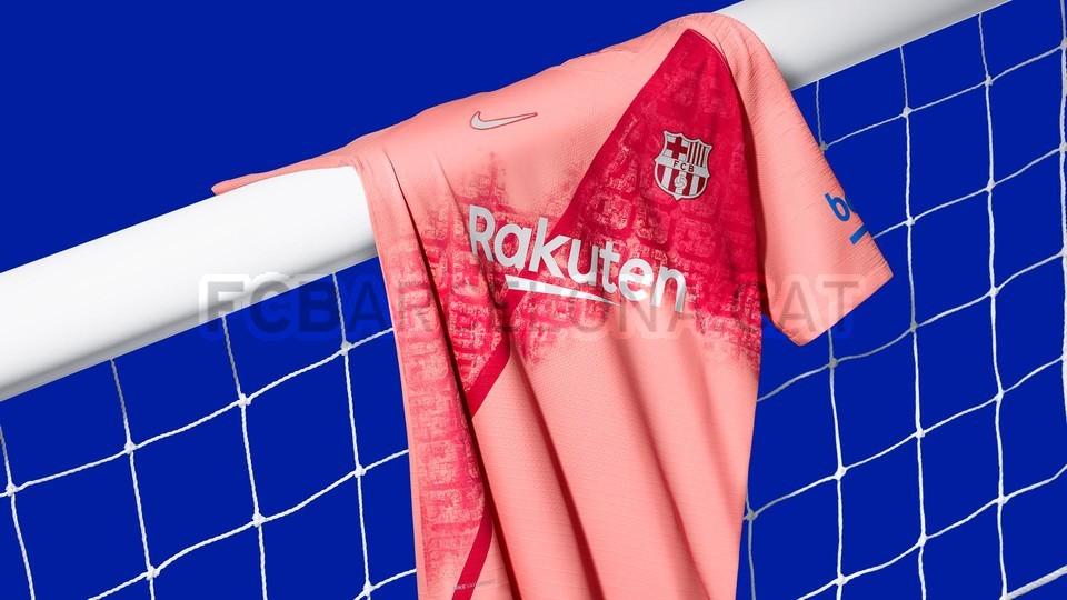القميص الثالث يحتفي بمدينة برشلونة 98191602