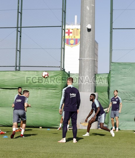 تدريبات مكثفة في برشلونة بعين على مباراة السبت Vs أتلتيك بيلباو 99864565