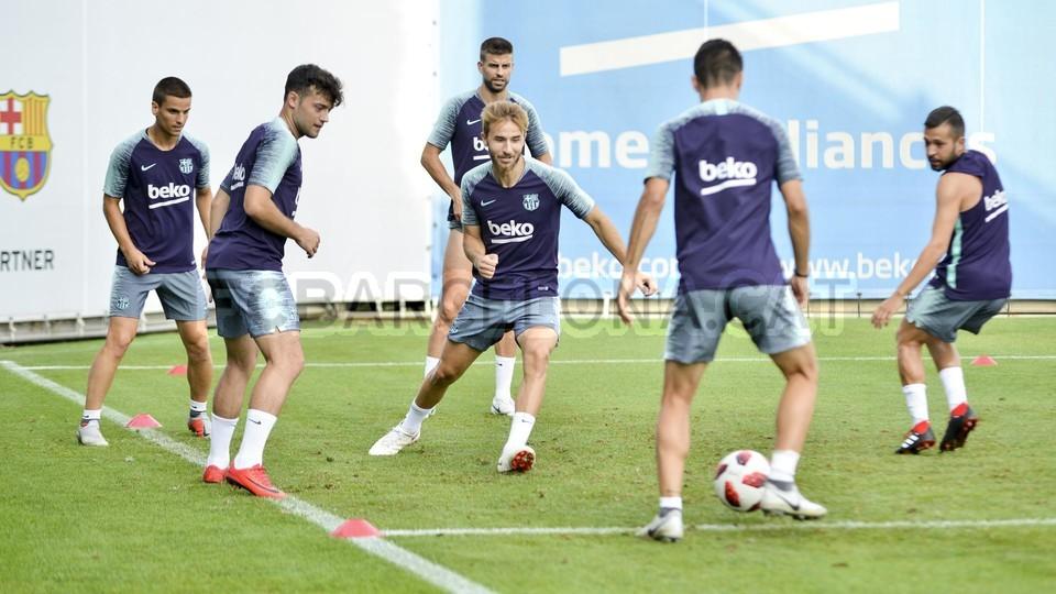 تدريب مشترك مع برشلونة ب ، ميسي ، بيكي ، جوردي ألبا ، سيرجيو ، سامبر  95313911