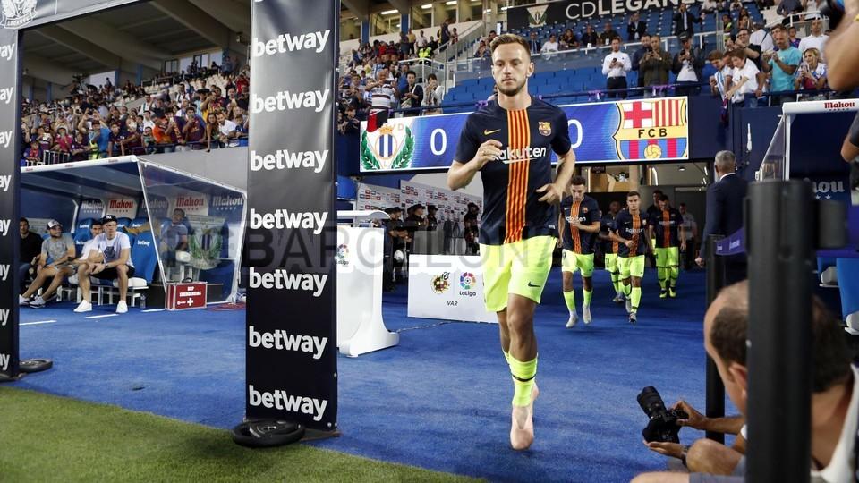 صور مباراة : ليغانيس - برشلونة 2-1 ( 26-09-2018 ) 99848441