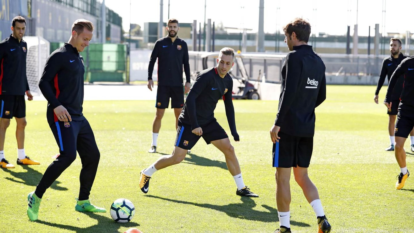 Ernesto Valverde announces the squad of 18 for the La Liga match against Eibar which sees a few new players come in to the squad from the Getafe match