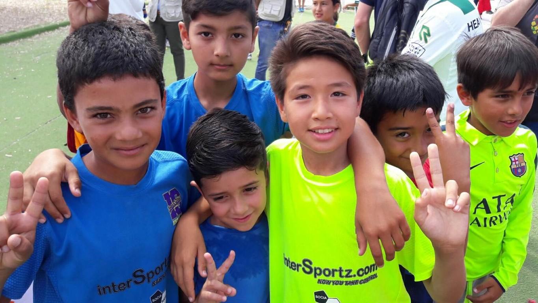 La iniciativa representa el nou enfocament de la Fundació FC Barcelona cap als refugiats, promovent l'esport com a eina d'integració social per a més de 3.000 nens