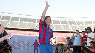 El crac brasiler va donar els seus primers tocs com a blaugrana davant dels 25.000 aficionats que van anar al Camp Nou per veure'l