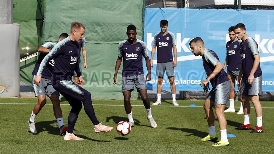 تدريبات مكثفة في برشلونة بعين على مباراة السبت Vs أتلتيك بيلباو 99864571
