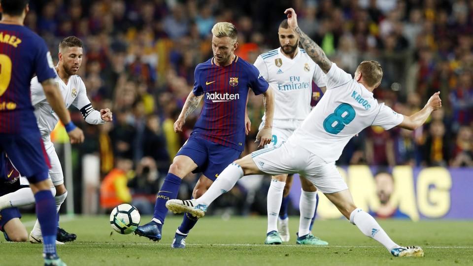 برشلونة يستضيف ريال مدريد في الكلاسيكو يوم الأحد 28 أكتوبر 81888254