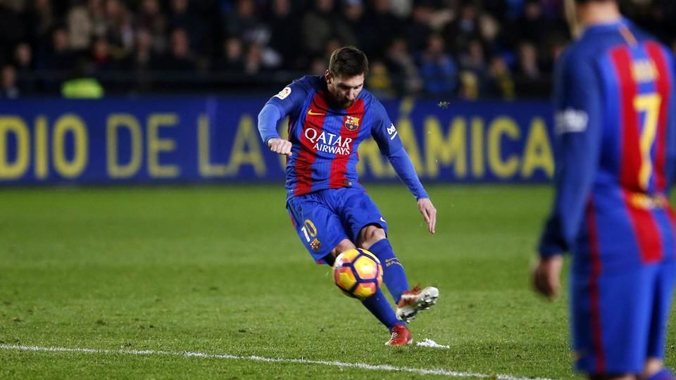 Messi taking a free kick