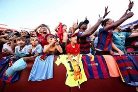 The notorious traffic in the District of Columbia may have delayed the start of Barça's open training session Tuesday, but the fans at FedExField were not to be deterred
