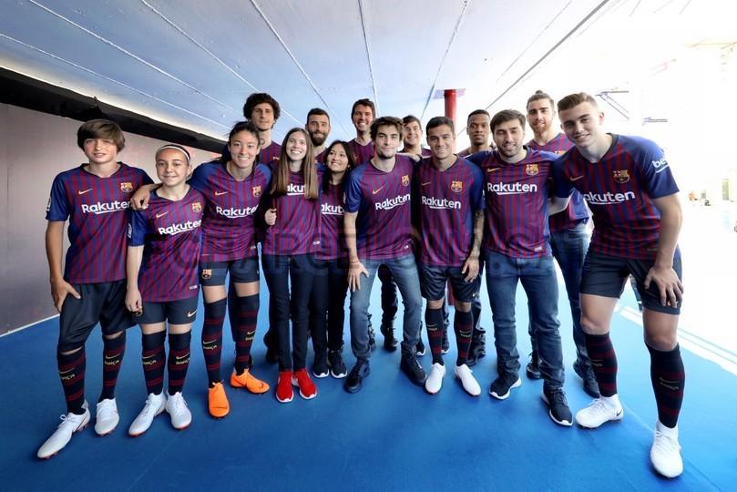 حفل تقديم القميص الجديد لنادي برشلونة لموسم 2018-2019 83941914