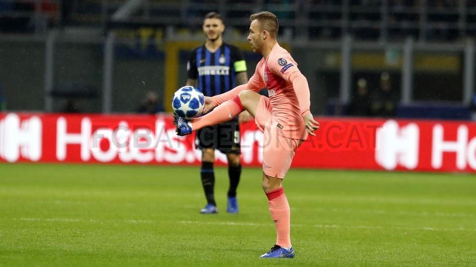 صور مباراة : إنتر ميلان - برشلونة 1-1 ( 06-11-2018 )  102161181